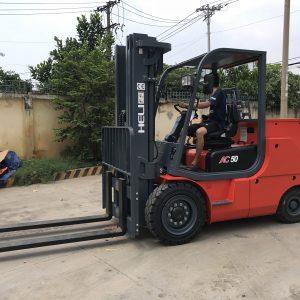 xe nâng điện 4-5 tấn